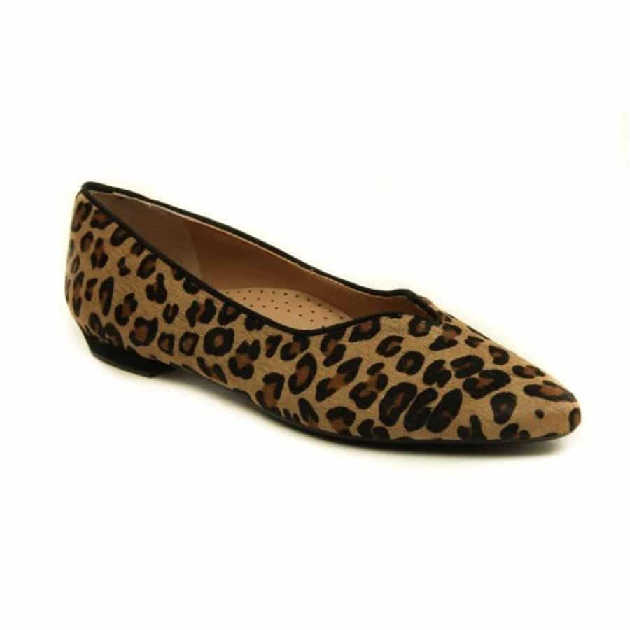 5 Comfortable and Stylish Shoes Perfect for Women Over 40 12