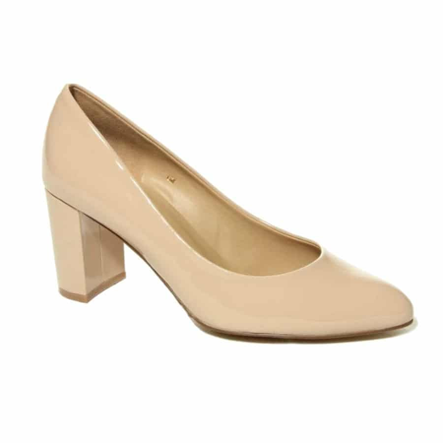 5 Comfortable and Stylish Shoes Perfect for Women Over 40 4