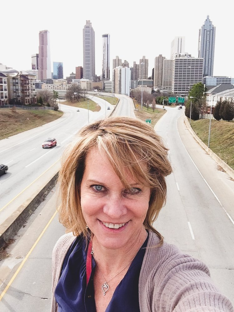 Atlanta is a great city for the family but it's even better when you can visit without the kids. Check out all the fun things you can do during a romantic long weekend in Atlanta and all the great food and drinks you can enjoy! #atlanta #emptynest #kidfree #travel